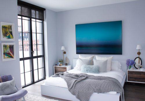 Gam màu xanh bất mắt làm nổi bật bức tranh trong thiết kế nội thất