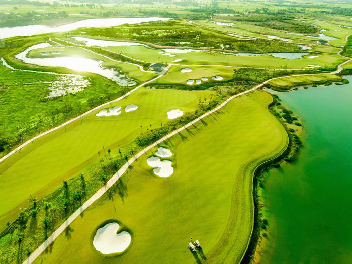 Sân golf West Lakes Long An 3