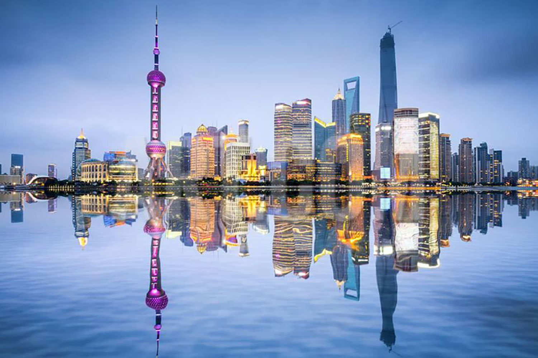 Phố Đông Tân Khu là một khu thành thị thuộc phía Tây Thượng Hải và nằm ở vị trí đắc địa của nút giao thông trung tâm vùng duyên hải trung Trung Quốc và cửa sông Trường Giang