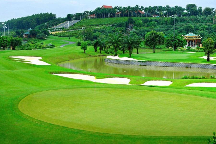 Sân golf trong dự án West Lakes Golf & Villas