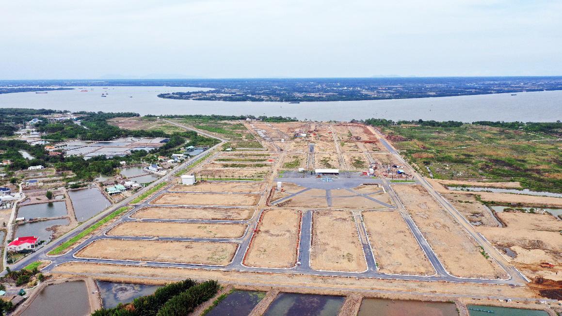 Hiep Phuoc Harbour View tọa lạc vị trí mặt tiền đường Nguyễn Văn Tạo nối dài và thừa hưởng 2km công viên bờ sông Soài Rạp xanh mát