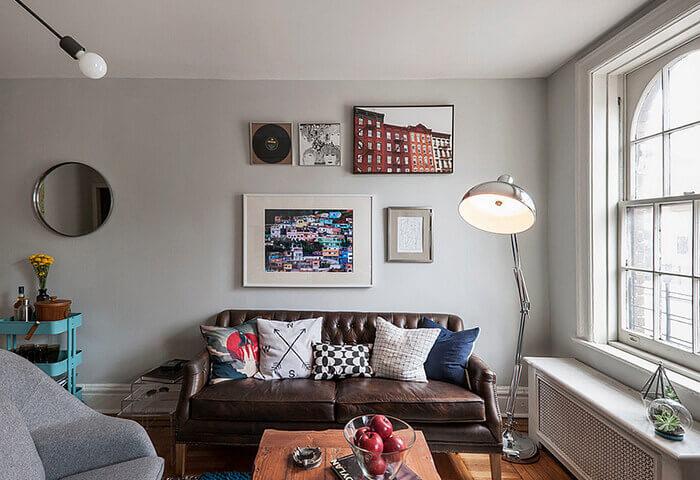 Những ô cửa sổ kính lớn ngập tràn ánh sáng là điểm đặc trưng của phong cách nội thất Loft.