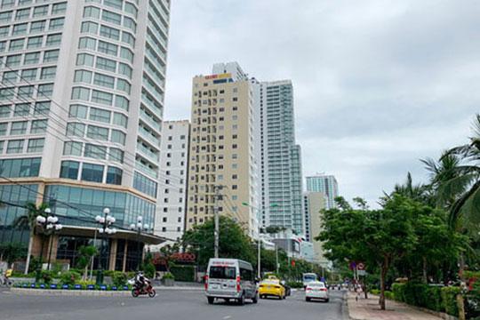 Những khối nhà cao tầng trên một đường phố tại TP Nha Trang.Ảnh: KỲ NAM