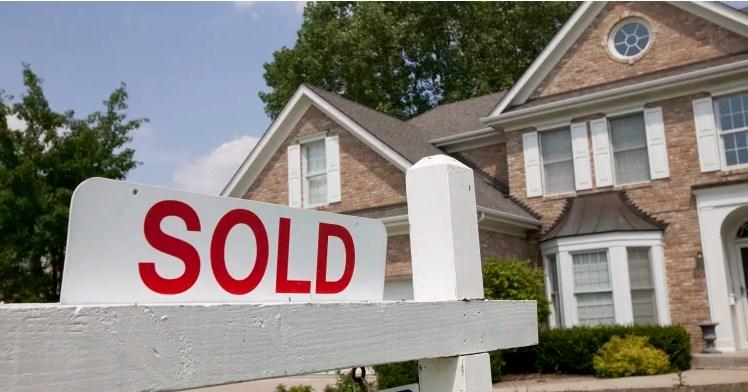 Một nghiên cứu ở Mỹ cho biết 25-34 tuổi là độ tuổi thích hợp nhất để mua ngôi nhà đầu tiên. Ảnh: valuepenguin