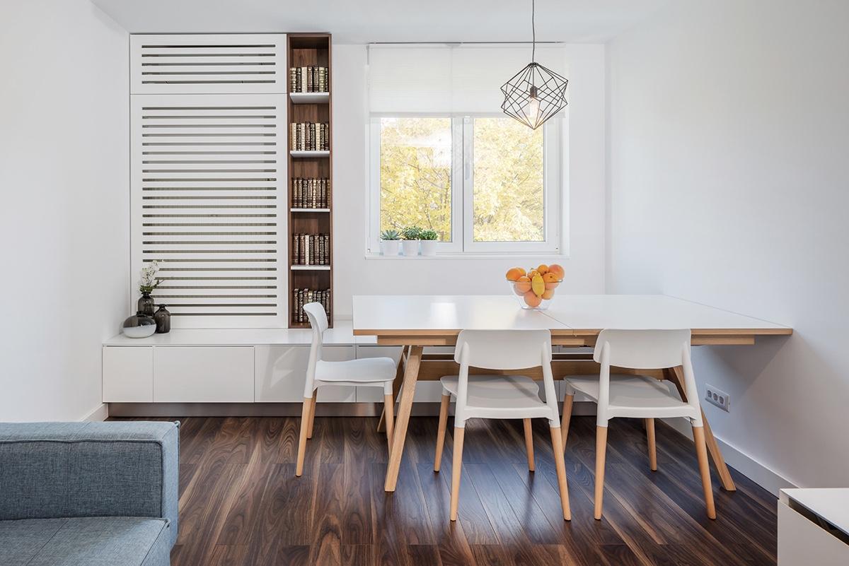 Bạn có thể tận dụng khu vực ghế ngồi bên cửa sổ phòng khách để bố trí phòng ăn. Đây là giải pháp phù hợp để gia tăng chỗ ngồi ăn uống trong căn hộ nhỏ.