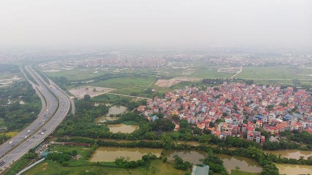 Các khu vực ngoại thành có thể có sốt đất trong những tháng cuối năm. Ảnh: Lâm Tùng