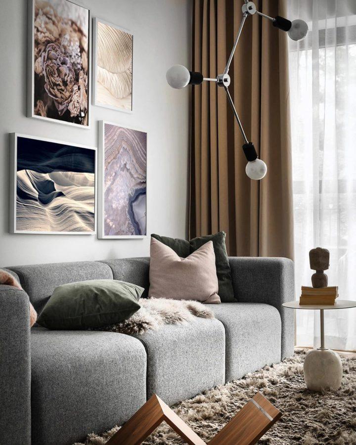 Tường màu xám nhạt tạo cảm giác rộng thoáng hơn cho phòng khách.