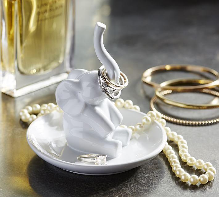 Tượng voi nhỏ xinh được sử dụng như lá bùa may mắn.