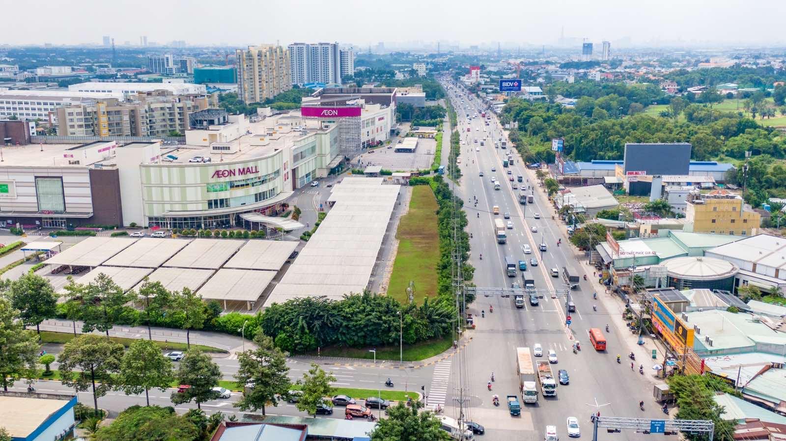 Thuận An hiện đang tập trung các trung tâm thương mại, sân golf, bệnh viện quốc tế.