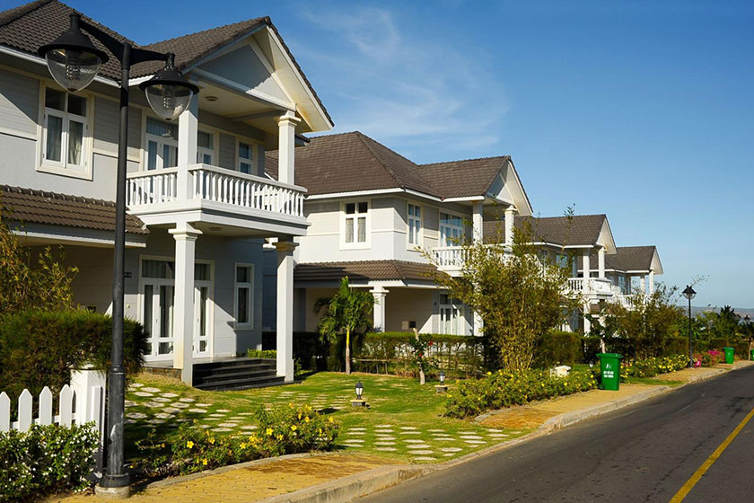Mua nhà xây sẵn có nhiều ưu điểm như có nhà ở ngay, không phải chờ đợi hay mất công xây dựng, giám sát.