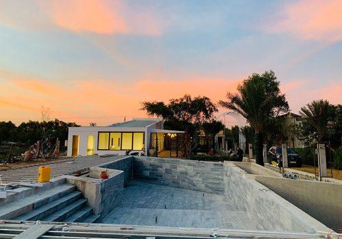 Clubhouse đã hoàn thiện và hồ bơi Lộc An Sandy Homes đang hình thành