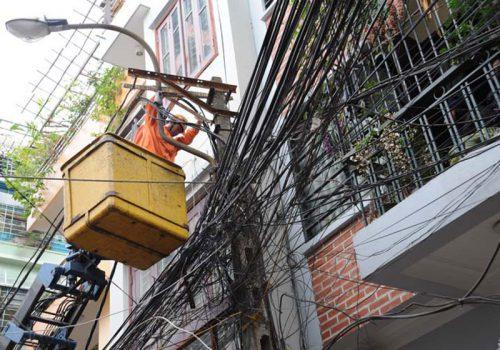 Xây nhà trên đất thuộc phạm vi hành lang an toàn lưới điện cần đáp ứng những điều kiện gì? Ảnh minh họa: Internet