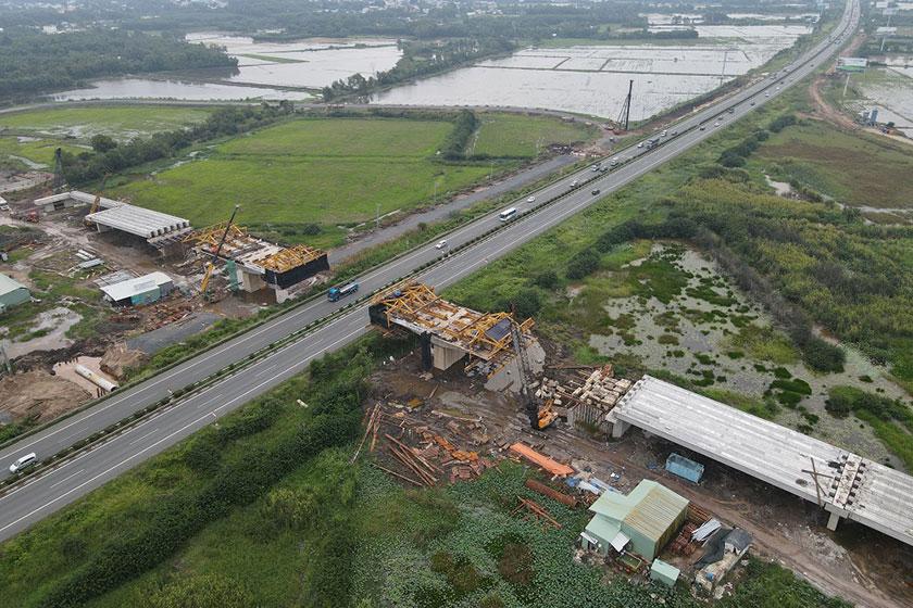 Thi công cầu vượt đường cao tốc tại hạng mục nút giao đường 319 và đường cao tốc TP.HCM - Long Thành - Dầu Giây. Ảnh: UBND tỉnh Đồng Nai