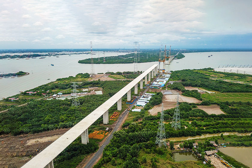 Cao tốc Bến Lức - Long Thành đang xây dựng đoạn qua địa bàn huyện Nhà Bè. Ảnh: Quỳnh Trần.
