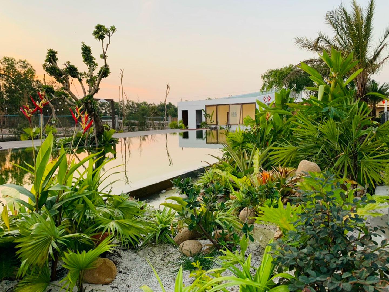 Nhà vườn sở hữu không gian xannh. Là nơi các thành viên trong gia đình tập trung lại và vui chơi bên nhau vào ngày cuối tuần. Nhằm giúp tăng thêm tình cảm gia đình.