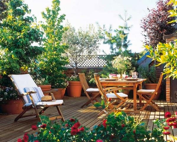 Góc thư giãn, đọc sách, hóng gió, thưởng trà lý tưởng trên sân thượng nhà phố.