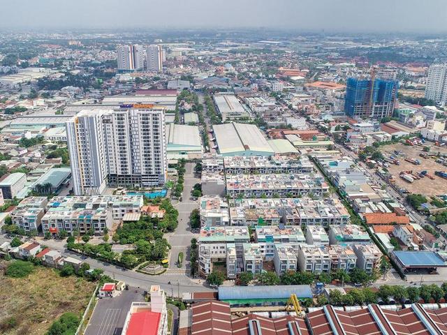 Thị trường bất động sản Bình Dương đang hút nhà đầu tư bởi hàng loạt ưu điểm về hạ tầng, nhiều khu công nghiệp, tiềm năng phát triển cao