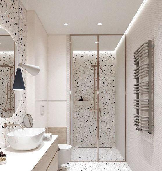 Phòng vệ sinh trong nhà ống 3 tầng tông màu trắng sang trọng, sử dụng vách kính để phân tách rõ hai khu khô - ướt.
