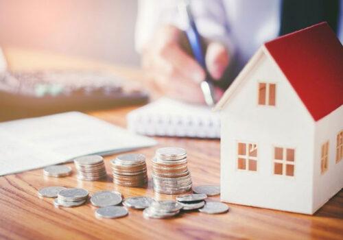 Nếu phải sử dụng đòn bẩy tài chính khi đầu tư nhà đất cho thuê, bạn không nên vay quá 30% tổng giá trị tài sản. Ảnh minh họa