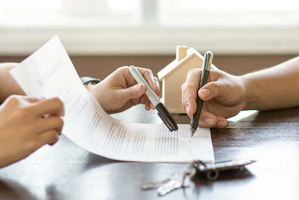 Hợp đồng cho thuê bất động sản càng chi tiết, rõ ràng càng tốt. Ảnh minh họa