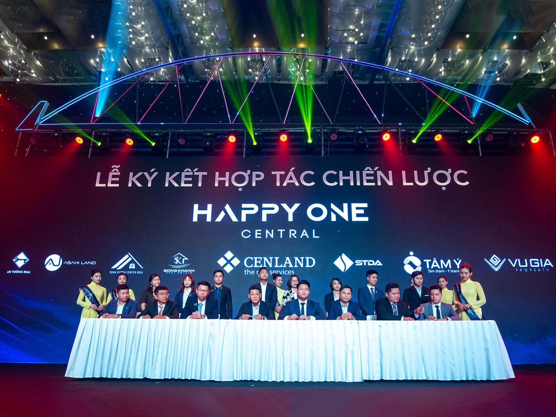 Lễ ký kết hợp tác chiến lược Happy One Central