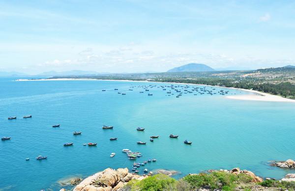Lagi Bình Thuận có đường bờ biển dài cùng cảnh sắc thiên nhiên tuyệt đẹp